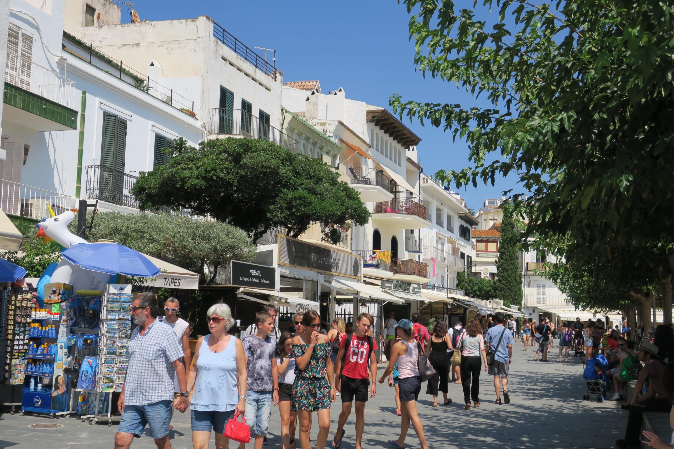 北スペインの観光スポットであるカタルーニャ州カダケス