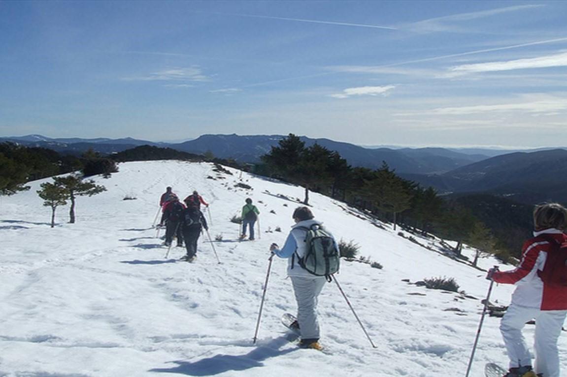 北スペインの観光スポットである冬のピレネー山脈