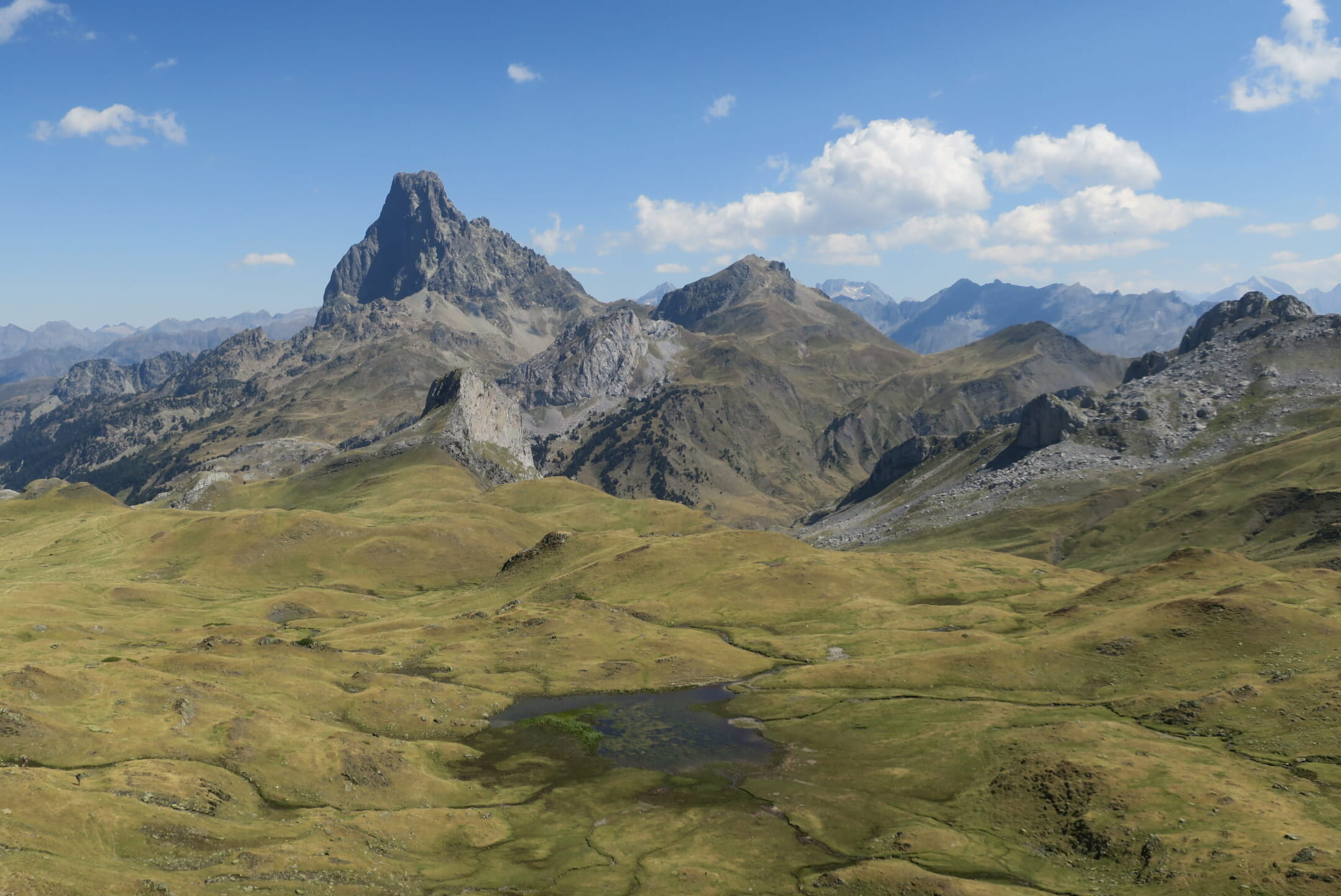 中央ピレネーの山並み